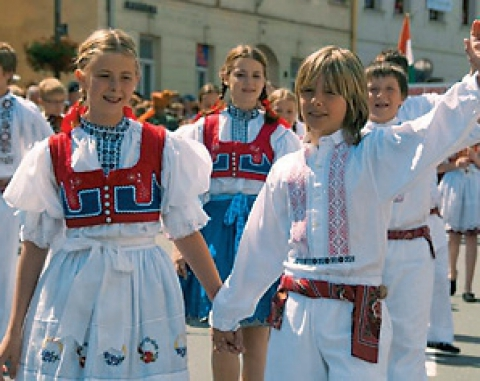 Folk costumes and points of interest